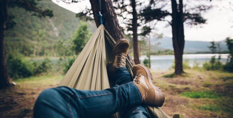 Waldbaden für Entspannung und Glück in der Natur